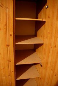 półki w szafce