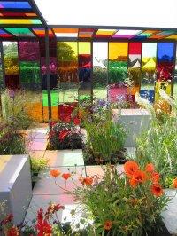 Kolorowe szklane ściany
